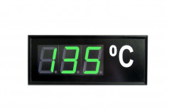 Three-colour numerical display