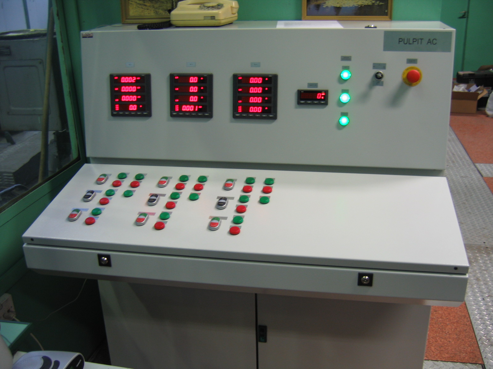 Laboratory-testing work stations